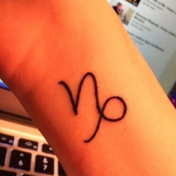 Tatouage bras femme : 50+ idées de tatouages et leur signification 200