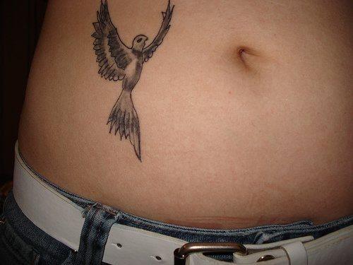 Tatouage ventre femme : 50+ idées de tatouages et leurs significations 64