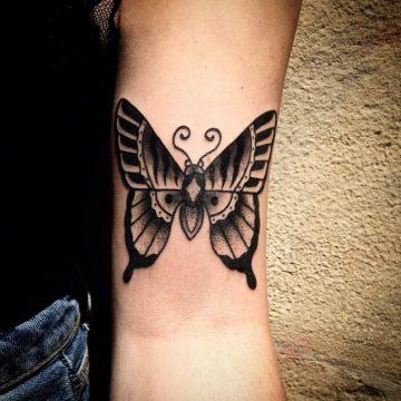 Tatouage bras femme : 50+ idées de tatouages et leur signification 188