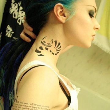 Tatouage nuque femme : 30+ idées de tatouages et leurs significations 5