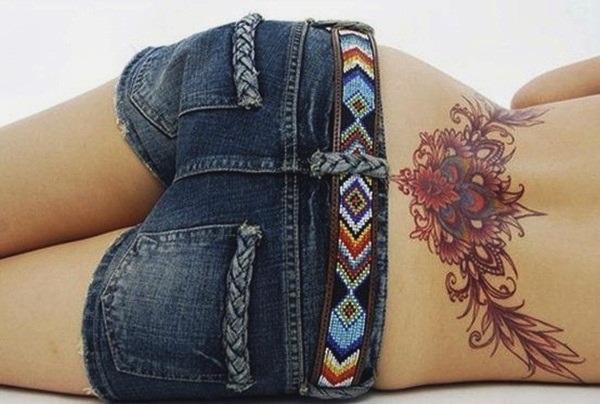 Tatouage bas du dos femme : 30+ idées de tatouages et leurs significations 13