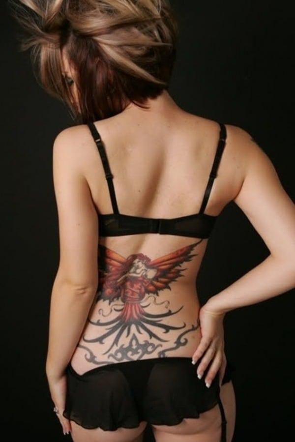 Tatouage bas du dos femme : 30+ idées de tatouages et leurs significations 21