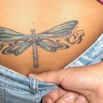 Tatouage bas du dos femme : 30+ idées de tatouages et leurs significations 26
