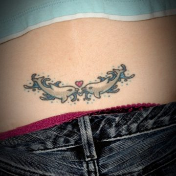 Tatouage bas du dos femme : 30+ idées de tatouages et leurs significations 32