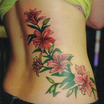 Tatouage bas du dos femme : 30+ idées de tatouages et leurs significations 34