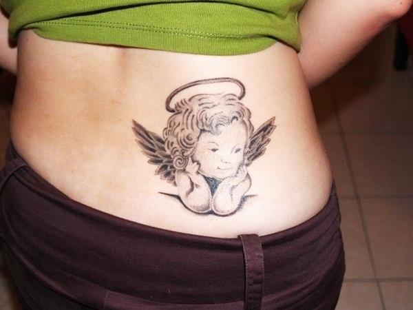 Tatouage bas du dos femme : 30+ idées de tatouages et leurs significations 3