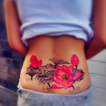 Tatouage bas du dos femme : 30+ idées de tatouages et leurs significations 43