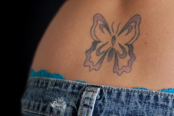 Tatouage bas du dos femme : 30+ idées de tatouages et leurs significations 45