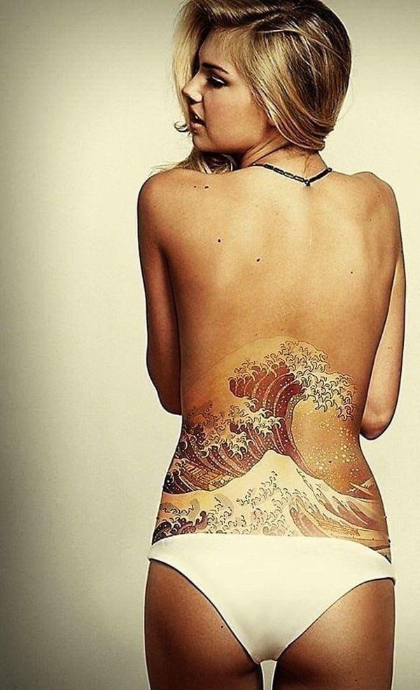 Tatouage bas du dos femme : 30+ idées de tatouages et leurs significations 53
