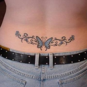 Tatouage bas du dos femme : 30+ idées de tatouages et leurs significations 61