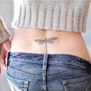 Tatouage bas du dos femme : 30+ idées de tatouages et leurs significations 66