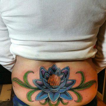 Tatouage bas du dos femme : 30+ idées de tatouages et leurs significations 68