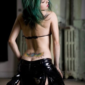 Tatouage bas du dos femme : 30+ idées de tatouages et leurs significations 6