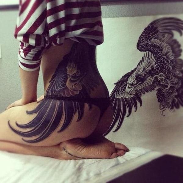 Tatouage bas du dos femme : 30+ idées de tatouages et leurs significations 69