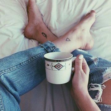 Tatouage cheville femme : 25+ idées de tatouages et leurs significations 15