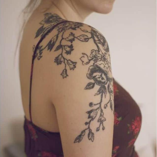 Tatouage épaule femme : 25+ idées de tatouages et leurs significations 57