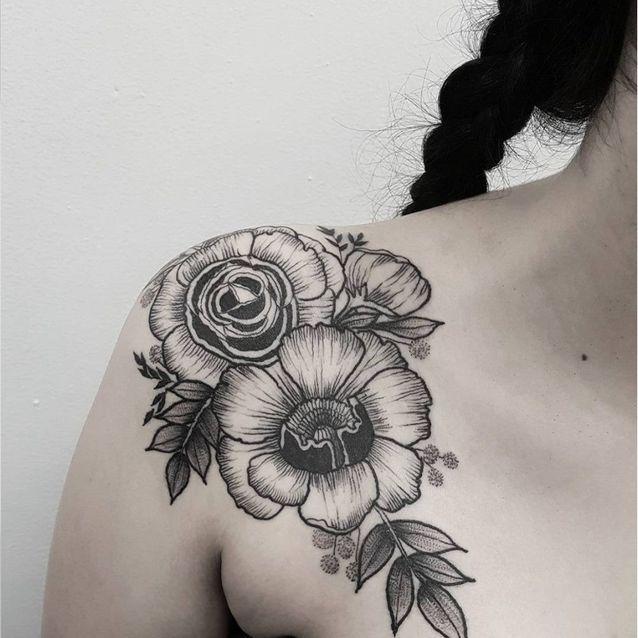 Tatouage épaule femme : 25+ idées de tatouages et leurs significations 60