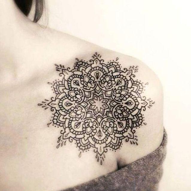 Tatouage épaule femme : 25+ idées de tatouages et leurs significations 63