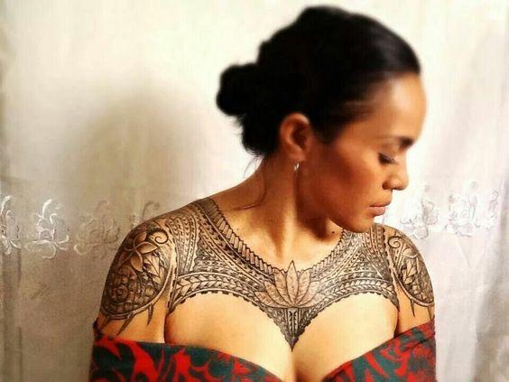 Tatouage Polynésien femme : 25+ idées de tatouages et sa signification 18
