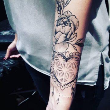Tatouage bras femme : 50+ idées de tatouages et leur signification 208