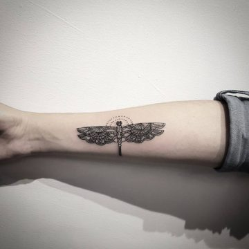 Tatouage bras femme : 50+ idées de tatouages et leur signification 191