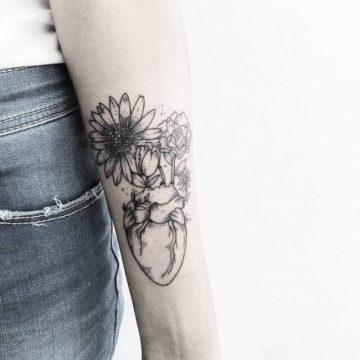 Tatouage bras femme : 50+ idées de tatouages et leur signification 241