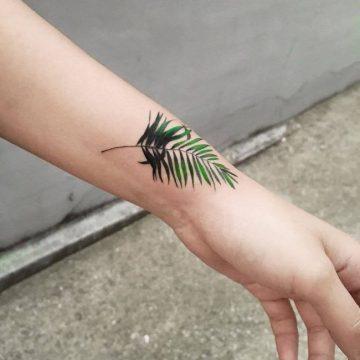 Tatouage bras femme : 50+ idées de tatouages et leur signification 240