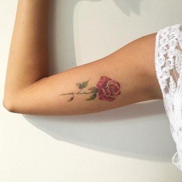Tatouage bras femme : 50+ idées de tatouages et leur signification 238