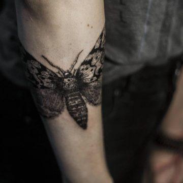 Tatouage bras femme : 50+ idées de tatouages et leur signification 194