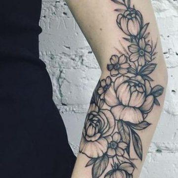 Tatouage bras femme : 50+ idées de tatouages et leur signification 289