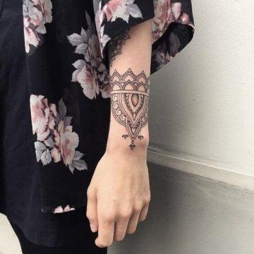 Tatouage bras femme : 50+ idées de tatouages et leur signification 290