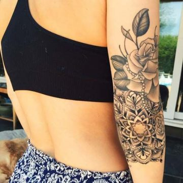 Tatouage bras femme : 50+ idées de tatouages et leur signification 291