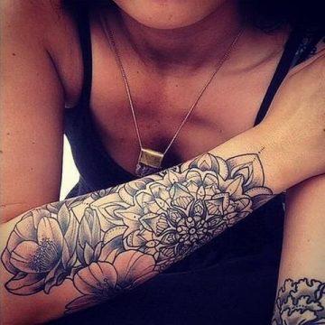 Tatouage bras femme : 50+ idées de tatouages et leur signification 294