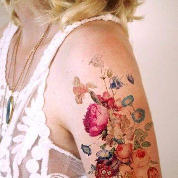 Tatouage bras femme : 50+ idées de tatouages et leur signification 299