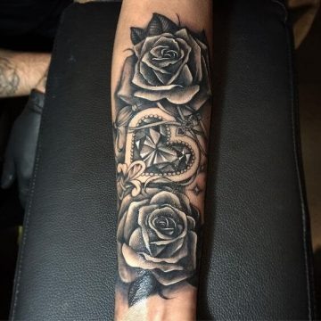 Tatouage bras femme : 50+ idées de tatouages et leur signification 301