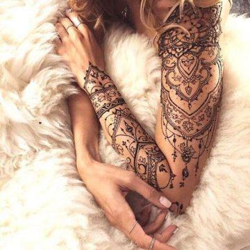 Tatouage bras femme : 50+ idées de tatouages et leur signification 302