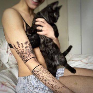 Tatouage bras femme : 50+ idées de tatouages et leur signification 304