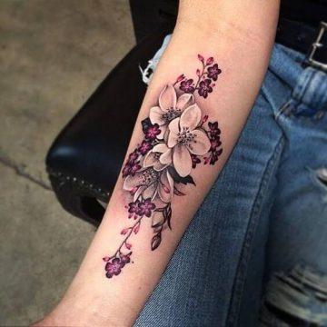 Tatouage bras femme : 50+ idées de tatouages et leur signification 305