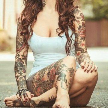 Tatouage bras femme : 50+ idées de tatouages et leur signification 307