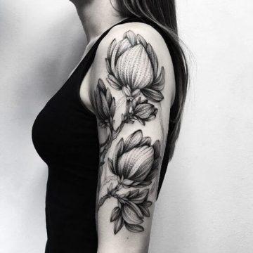 Tatouage bras femme : 50+ idées de tatouages et leur signification 317