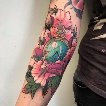 Tatouage bras femme : 50+ idées de tatouages et leur signification 318