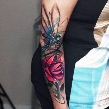 Tatouage bras femme : 50+ idées de tatouages et leur signification 323
