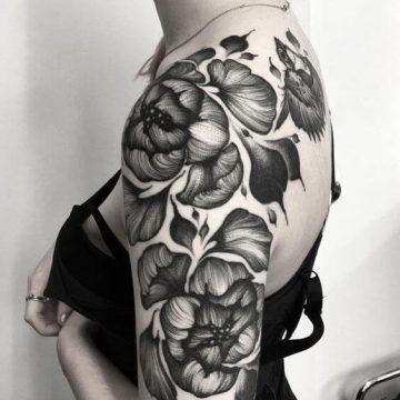 Tatouage bras femme : 50+ idées de tatouages et leur signification 329