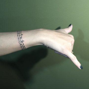 Tatouage bras femme : 50+ idées de tatouages et leur signification 223
