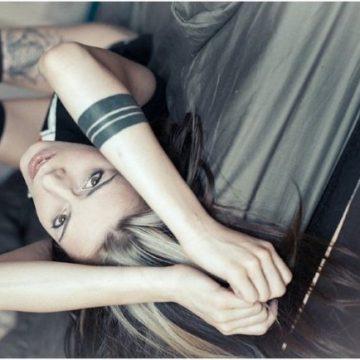 Tatouage bras femme : 50+ idées de tatouages et leur signification 224