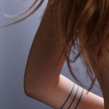 Tatouage bras femme : 50+ idées de tatouages et leur signification 225