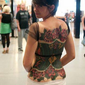 Tatouage dos femme : 50+ idées de tatouages et leurs significations 31
