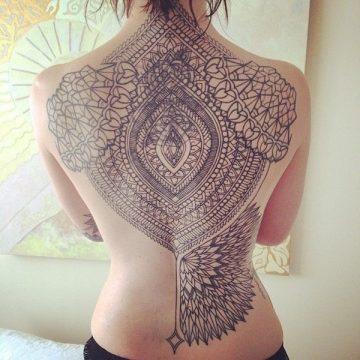 Tatouage dos femme : 50+ idées de tatouages et leurs significations 45