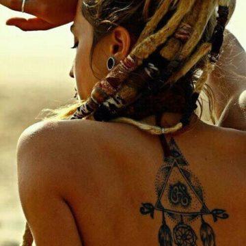 Tatouage dos femme : 50+ idées de tatouages et leurs significations 56