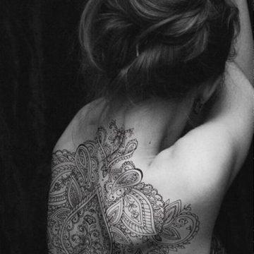 Tatouage dos femme : 50+ idées de tatouages et leurs significations 65